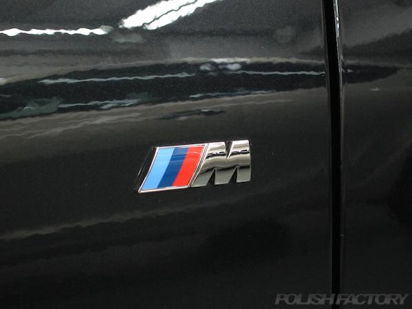 BMWM135iガラスコーティング施工、Mエンブレム画像