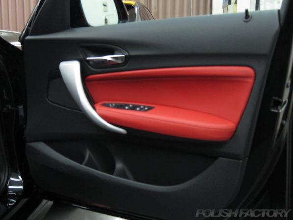 BMWM135iガラスコーティング施工、ドア内張画像