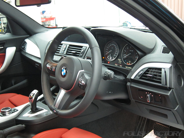 BMWM135iガラスコーティング施工、ハンドル画像