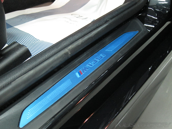 BMWM135iガラスコーティング施工、スカッフプレード画像