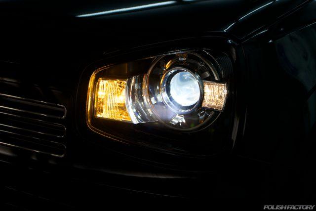 ガラスコーティングで入庫中のスズキアルトワークス新車のライト画像