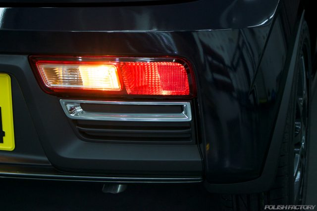 ガラスコーティングで入庫中のスズキアルトワークス新車のコンビネーションランプ画像