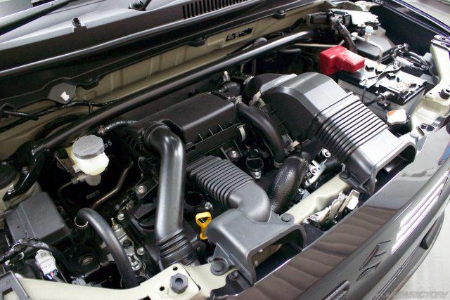 ガラスコーティングで入庫中のスズキアルトワークス新車のエンジン画像