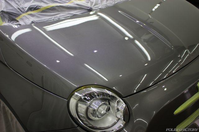 ガラスコーティングで入庫中のアバルト695エディツィオーネ マセラティのボンネット画像