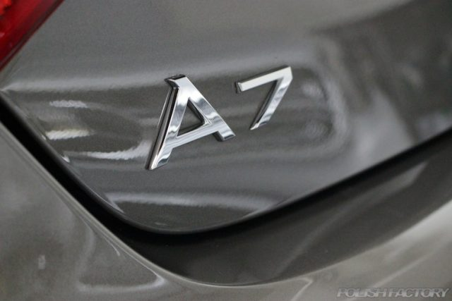 A中野区よりガラスコーティングでお越しのアウディA7スポーツバックのA7エンブレム画像