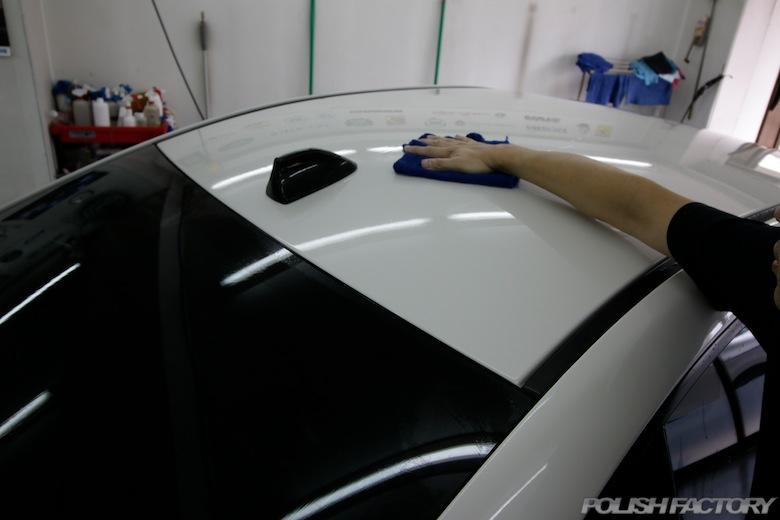 洗車後の水滴の拭き取りは手早く力を入れずに行って下さい。滑らすようにすると良いでしょう!