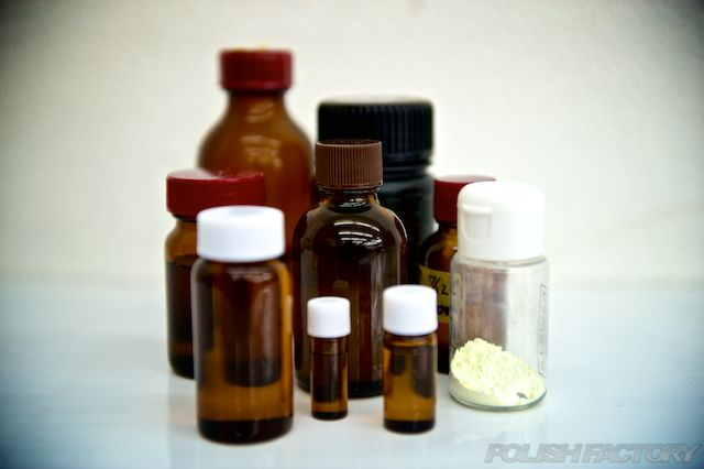 茶色瓶に入ったコーティング液は硬化系のコーティング