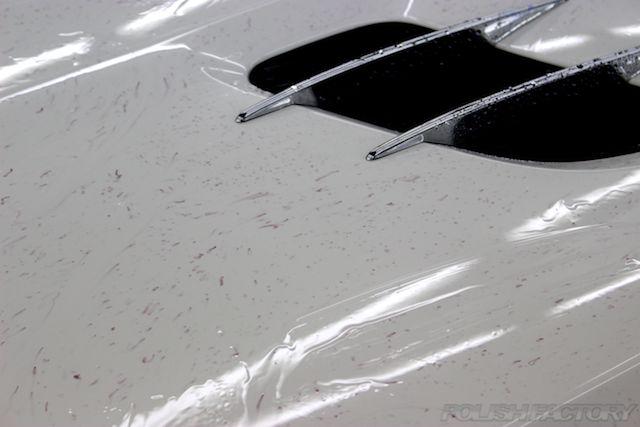 車の塗装についてしまった鉄粉画像、反応液剤による赤い反応状態画像