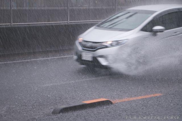 雨天時に有効!ガラス撥水コーティングで雨天時も安心走行の画像