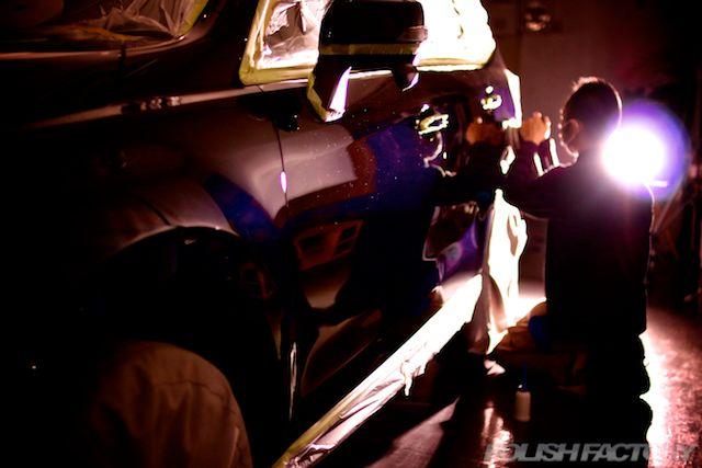 ガラスコーティングの際の車磨きによる下地処理は職人技。