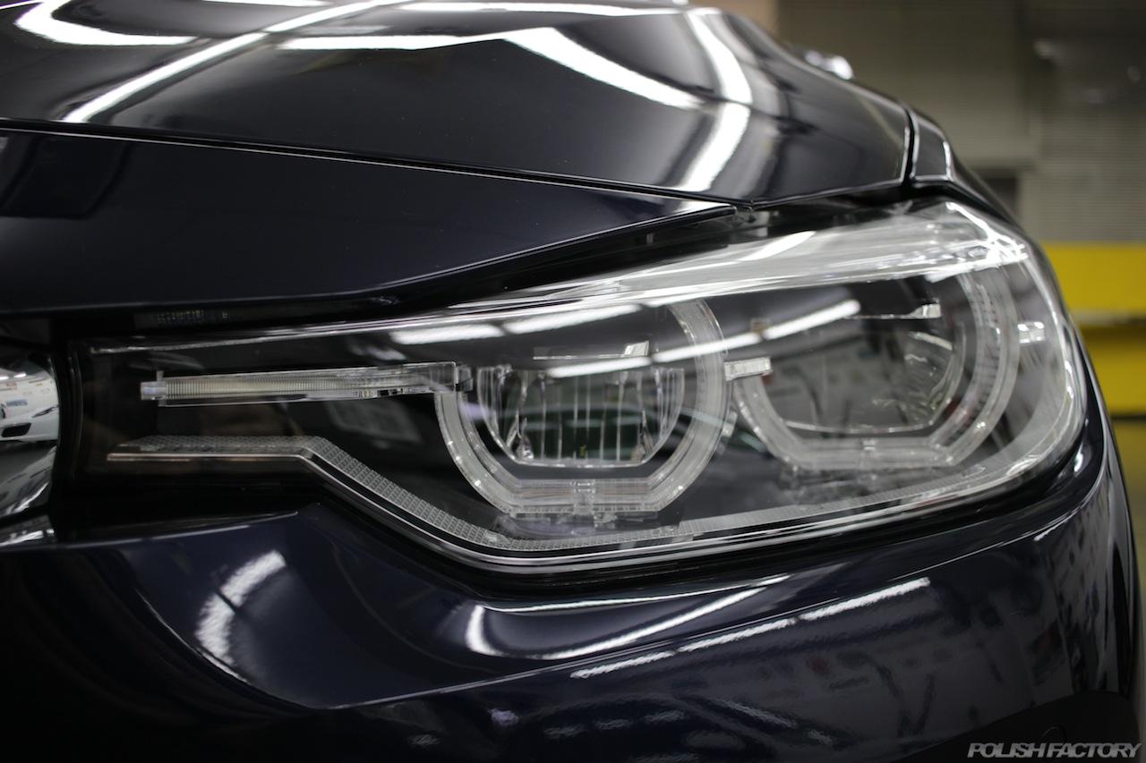 BMW330eのガラスコーティングで入庫中のヘッドライト画像