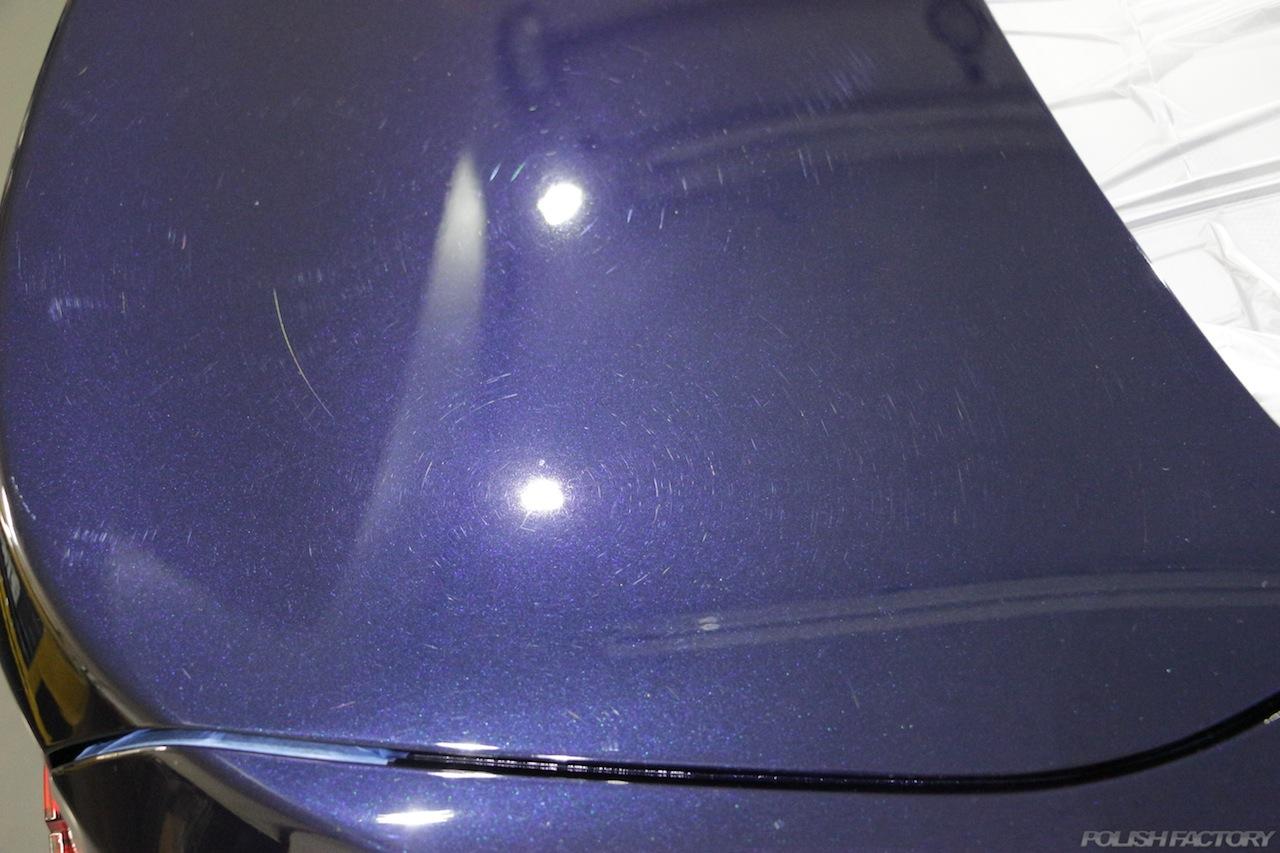 BMW330eのガラスコーティングで入庫中のトランク傷の画像