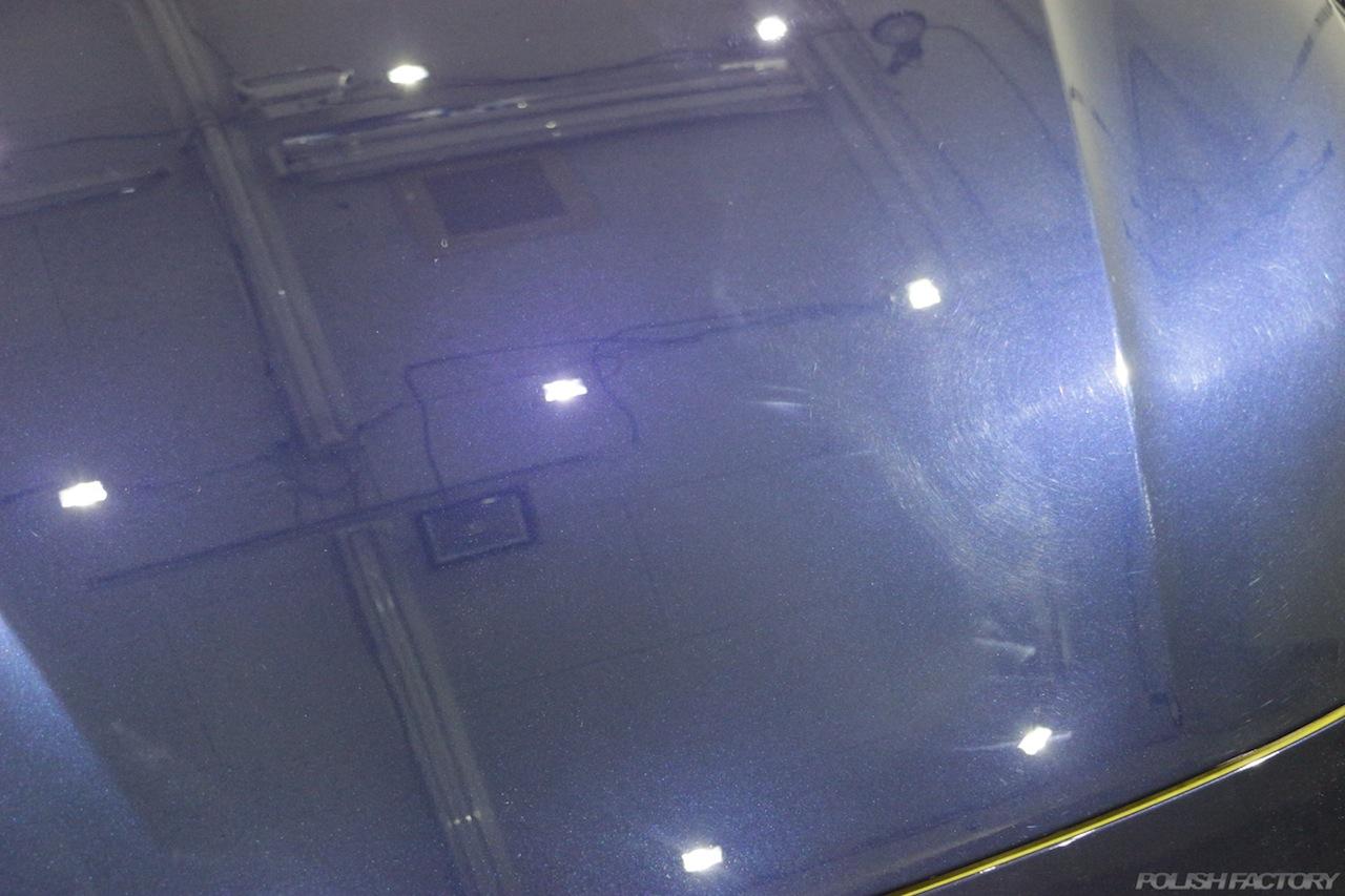 BMW330eのガラスコーティングで入庫中のボンネット傷画像