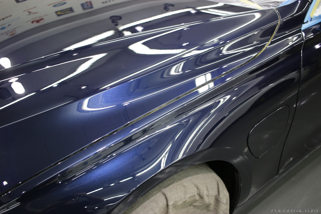 BMW330eのガラスコーティングで入庫中の磨き後のフェンダー画像