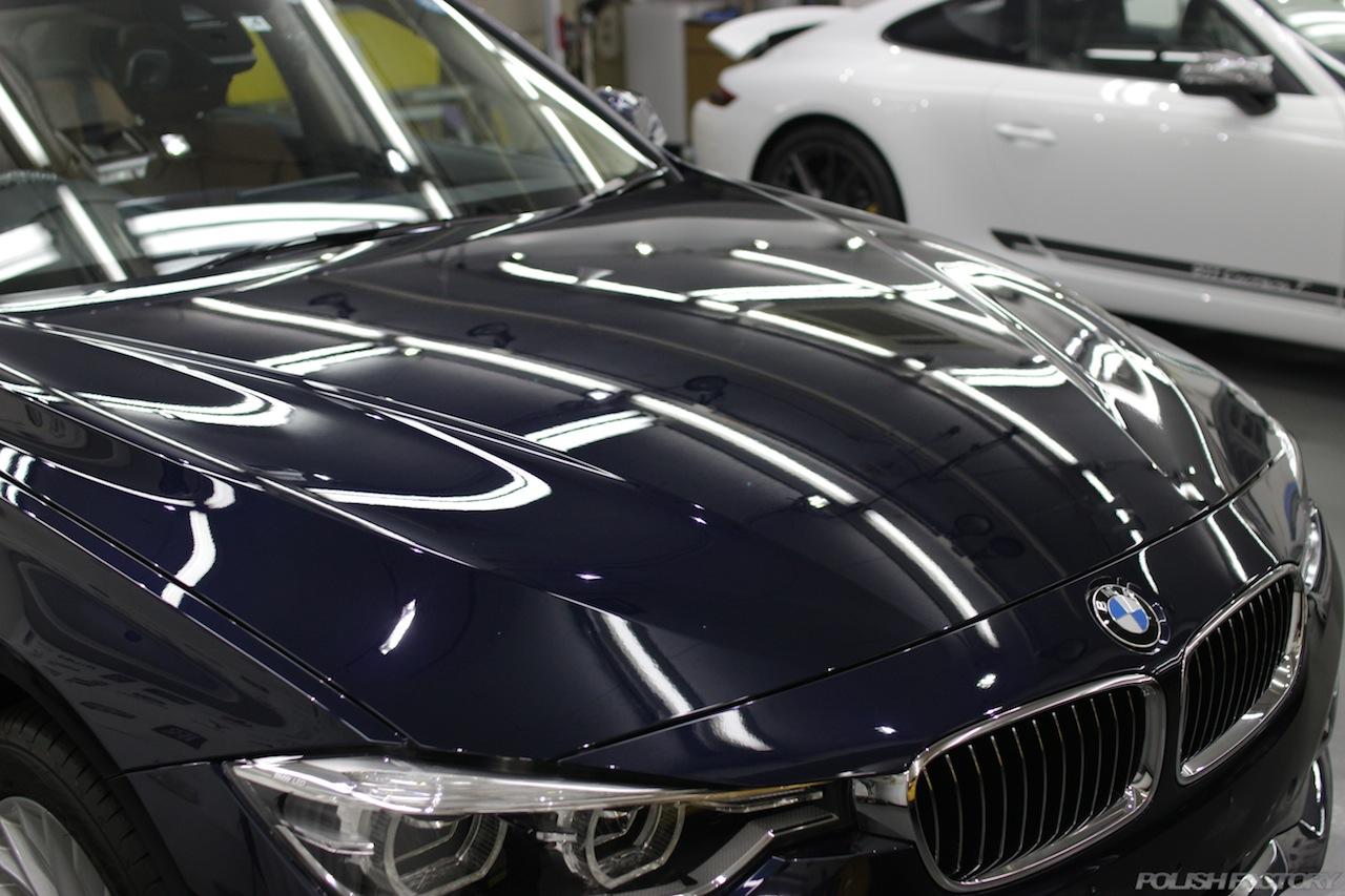 BMW330eのガラスコーティングで入庫中のボンネット部下地処理後の美しい画像