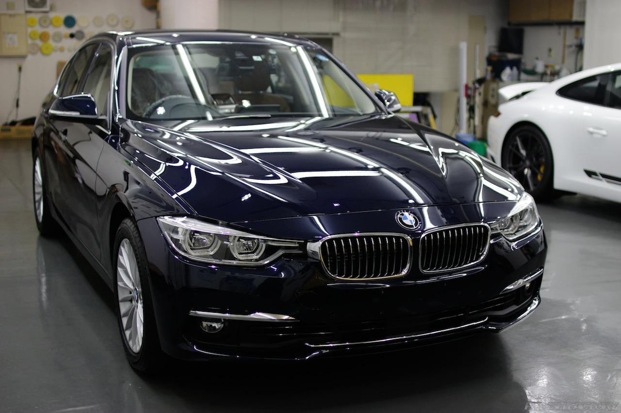 BMW330eのガラスコーティングで入庫中の全体下地処理後が終わり最上級コーティング施工後の美しい画像