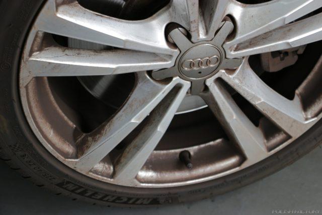 欧州車のアルミホィールのダスト汚れ
