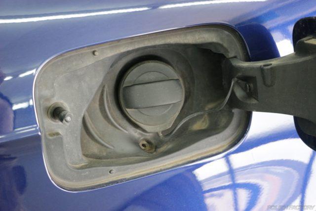 給油口の黒樹脂部の汚れ