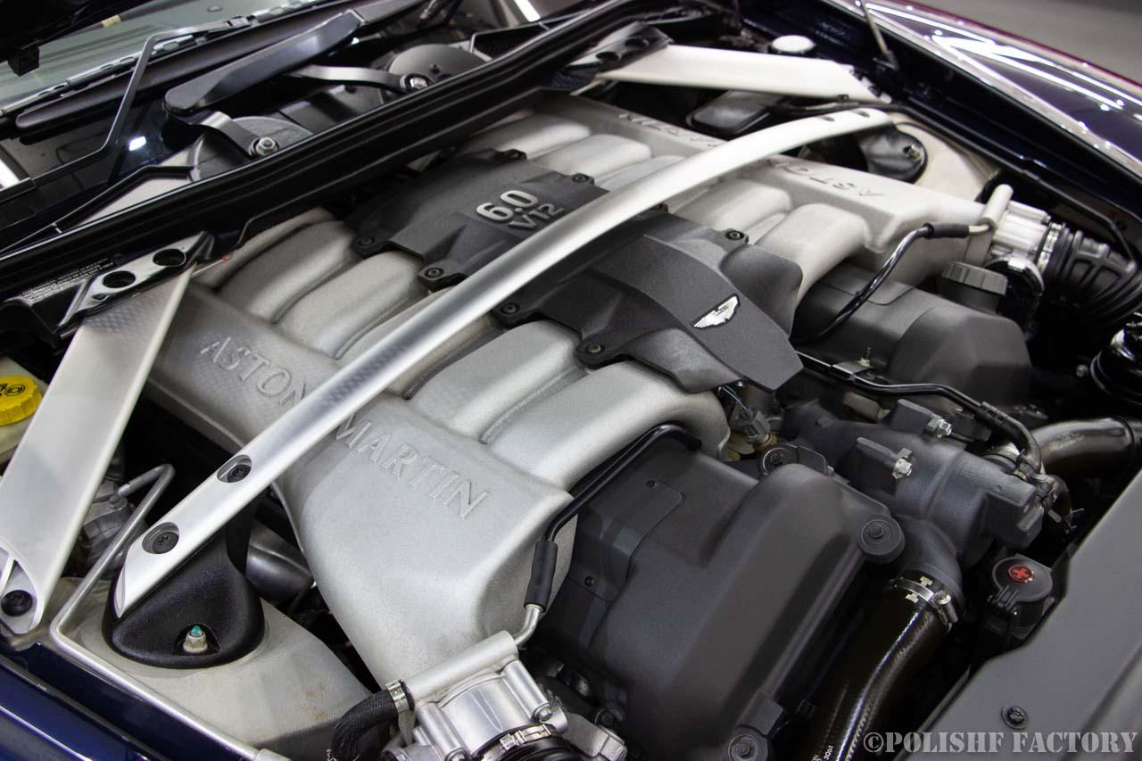 小山薫堂さんの愛車、アストンマーチンのV12エンジンの画像