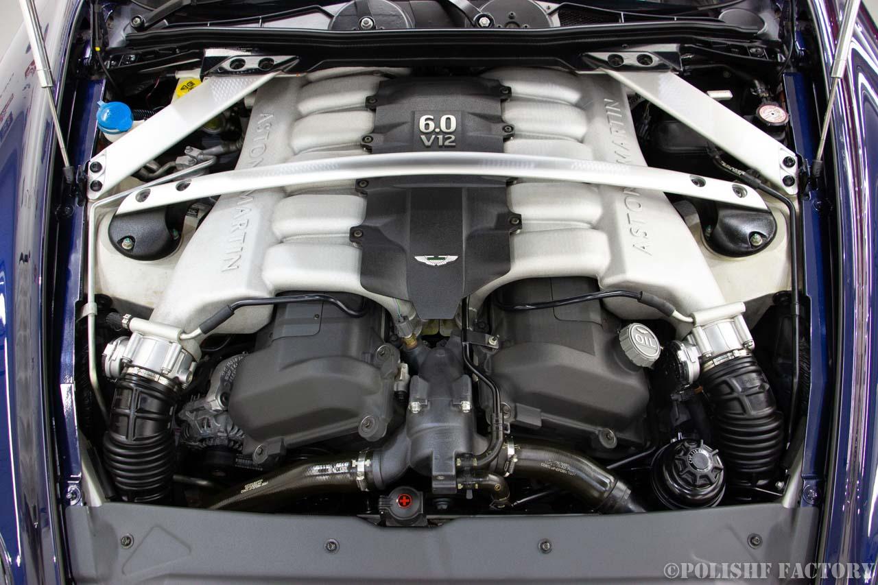小山薫堂さんの愛車、アストンマーチンの6リットルV12エンジンの画像