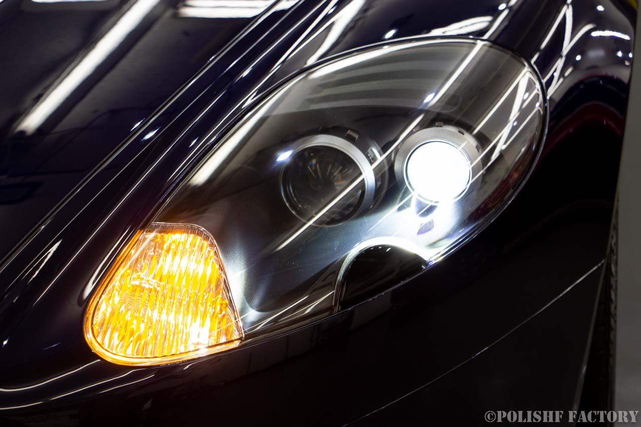 小山薫堂さんの愛車、アストンマーチンのヘッドライトの画像