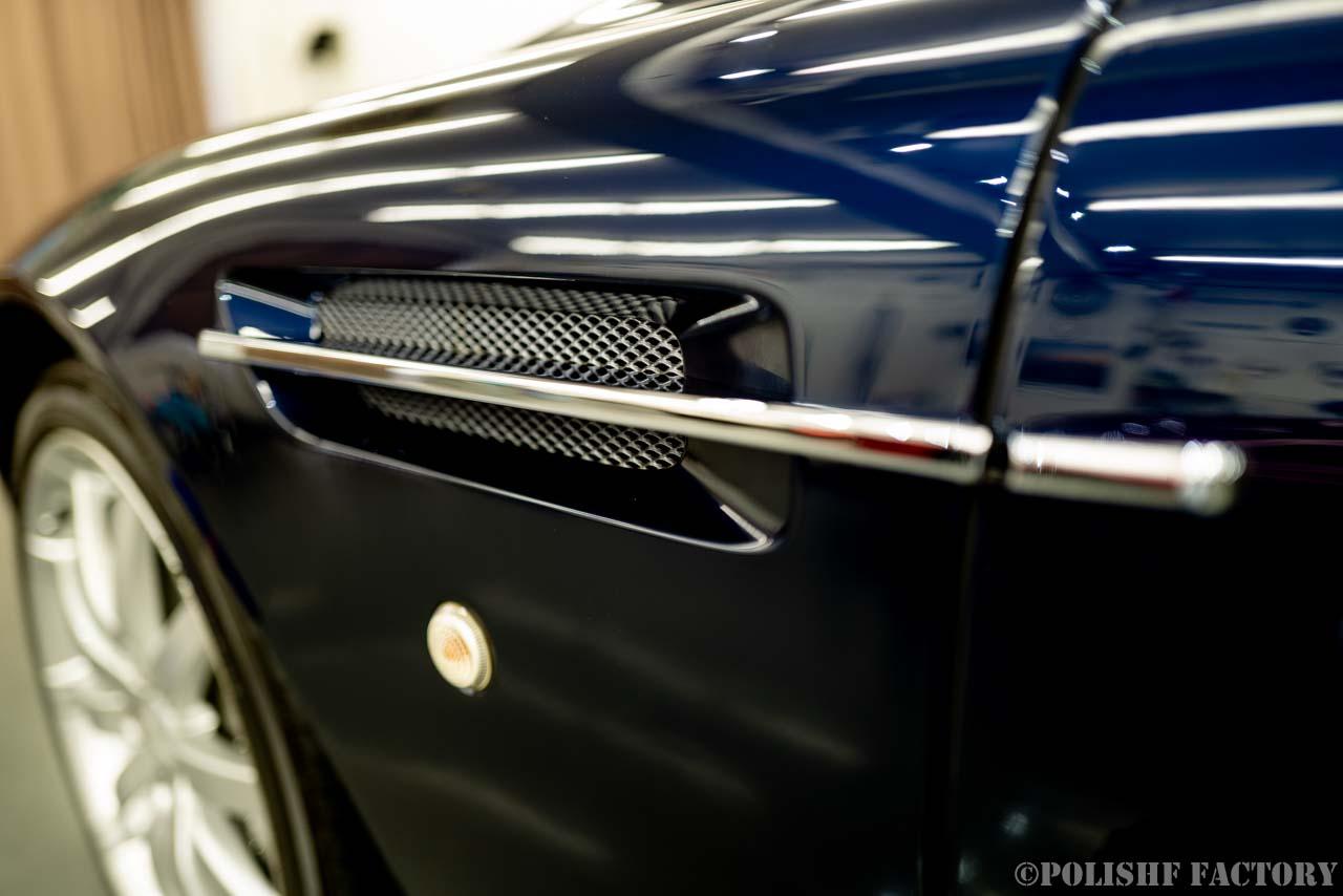 小山薫堂さんの愛車、アストンマーチンのサイドストレイクの画像