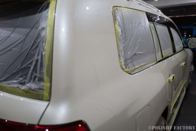 トヨタランドクルーザー200ZX磨きコーティング時のマスキングされた画像3
