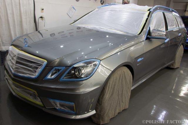小山薫堂さんの愛車、MercedesBenz E63 AMGステーションワゴンのマスキング画像