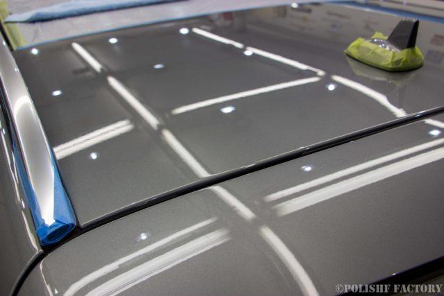 小山薫堂さんの愛車、MercedesBenz E63 AMGステーションワゴンのルーフ部磨き後画像
