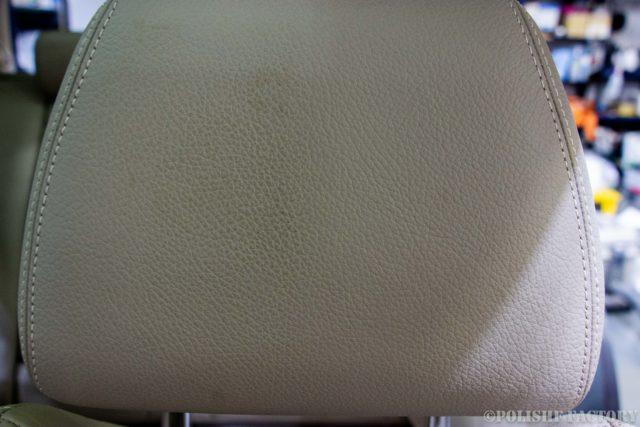 小山薫堂さんの愛車、MercedesBenz E63 AMGステーションワゴンのヘッドレスト皮の汚れ画像