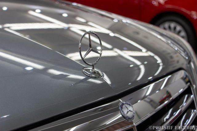 小山薫堂さんの愛車、MercedesBenz E63 AMGステーションワゴンのスリーポイント画像