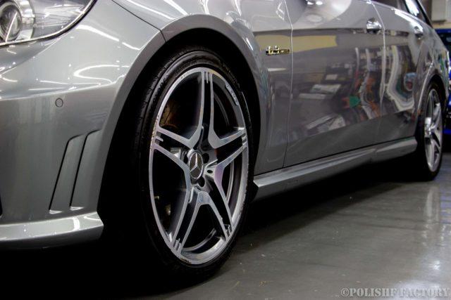 小山薫堂さんの愛車、MercedesBenz E63 AMGステーションワゴンのアルミホィール画像