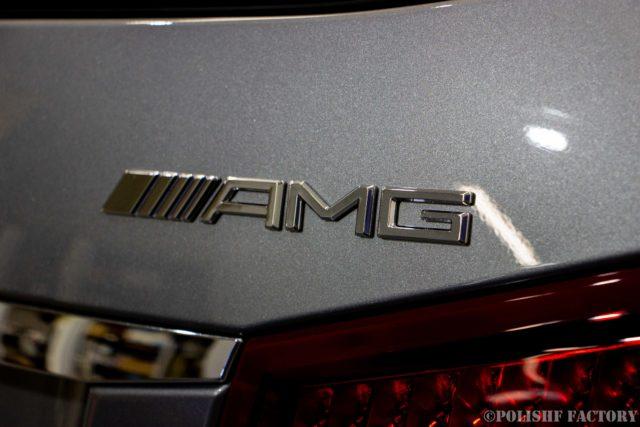 小山薫堂さんの愛車、MercedesBenz E63 AMGステーションワゴンのエンブレム、AMGの画像