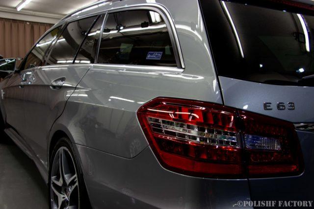 小山薫堂さんの愛車、MercedesBenz E63 AMGステーションワゴンのコーティング後のキレイになったサイド部画像
