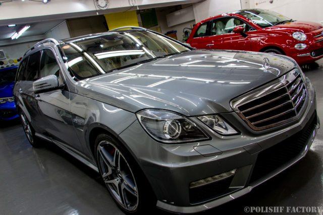 小山薫堂さんの愛車、MercedesBenz E63 AMGステーションワゴンのコーティング後のキレイになった右前からの画像