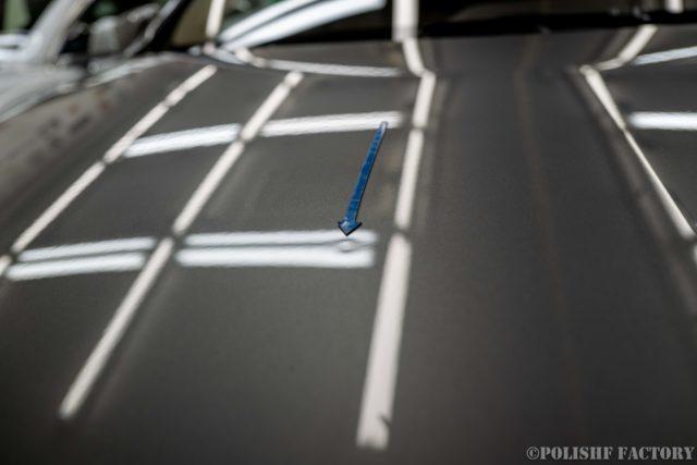 小山薫堂さんの愛車、MercedesBenz E63 AMGステーションワゴンのボンネットの凹み画像2