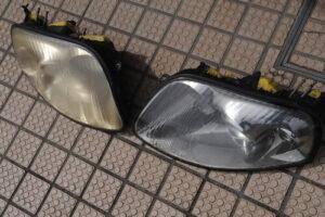ヘッドライトの黄ばんだ状態とクリーニング後のビフォーアフター画像