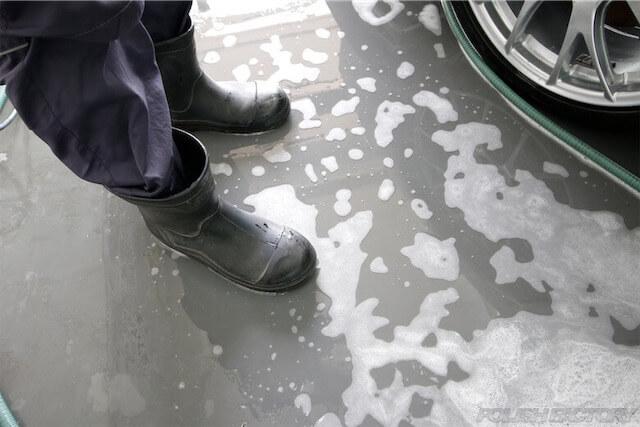 洗車時の長靴画像
