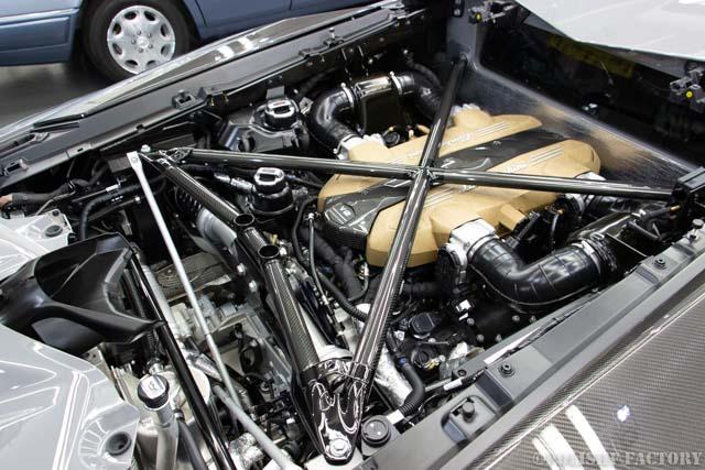 ランボルギーニアヴェンタドールSVJのエンジンルーム画像