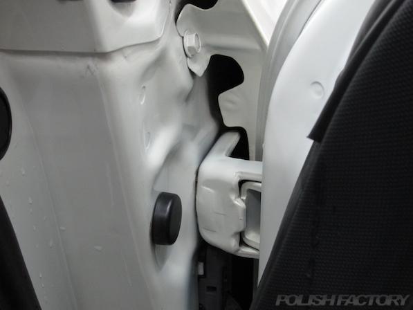 日産 フェアレディZ Z33ガラスコーティング施工ドアヒンジ画像