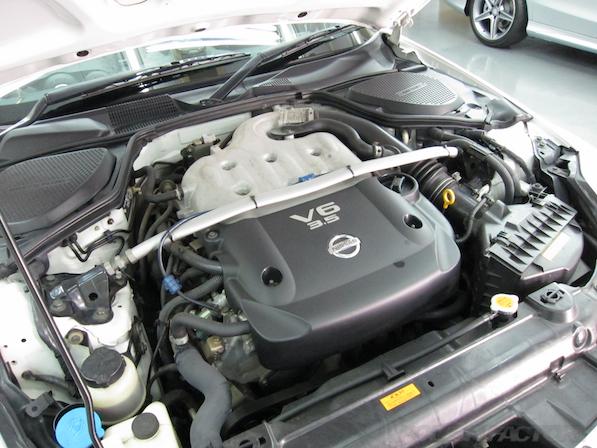 日産 フェアレディZ Z33ガラスコーティング施工エンジン画像