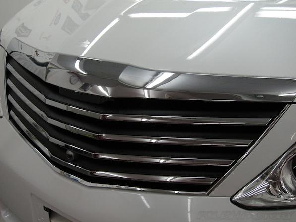 トヨタアルファードにガラスコーティング、社外のフロントグリル画像
