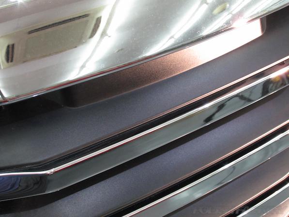 トヨタアルファードにガラスコーティング、キレイになったグリルの画像