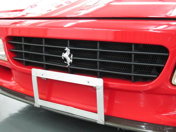 フェラーリFerrari512TRにガラスコーティング、フロントグリル