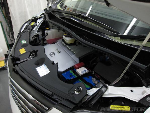 トヨタアルファードにガラスコーティング、エンジンルーム画像