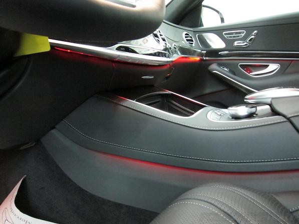 メルセデス・ベンツ S63 AMG 4マチックロングガラスコーティング施工、室内イルミネーション画像