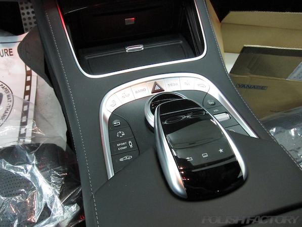 メルセデス・ベンツ S63 AMG 4マチックロングガラスコーティング施工、センターコンソール画像