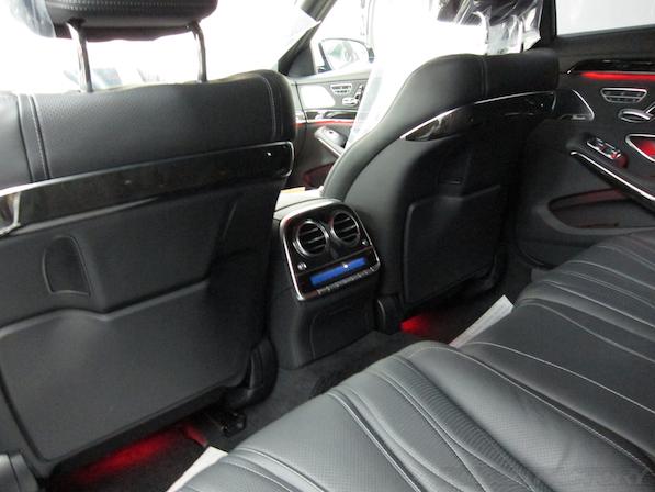 メルセデス・ベンツ S63 AMG 4マチックロングガラスコーティング施工、リアシート画像