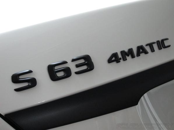 メルセデス・ベンツ S63 AMG 4マチックロングガラスコーティング施工、エンブレム画像