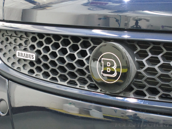 BRABUS エクスクルーシブ エディション ミッドナイトブルーにガラスコーティング施工フロントグリルアップ画像